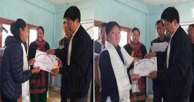 Arunachal: Tawang DC felicitates Dist toppers