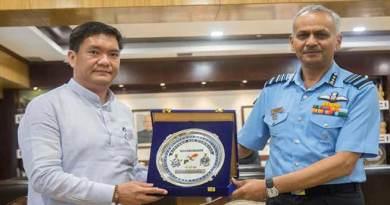 AOC-in-C Eastern Air Command calls on Arunachal CM
