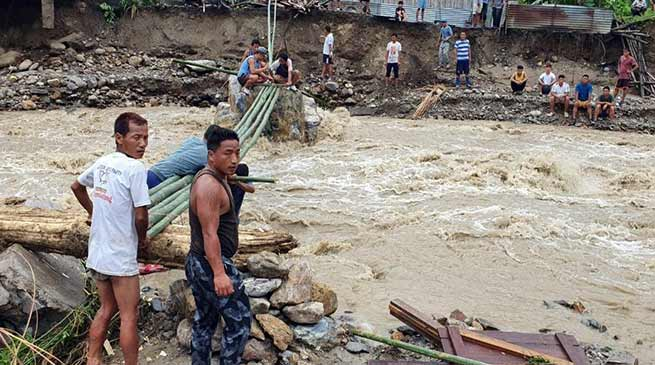 Arunachal:  Heavy rain, flash flood, create havoc, 1 body recovered several missing