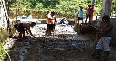 Itanagar: Locals contribute to repair CC Pavement road