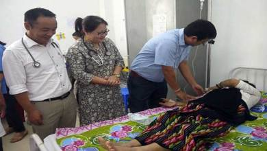 Photo of ACWS team visits TRIHMS and offered fruits to cancer patients