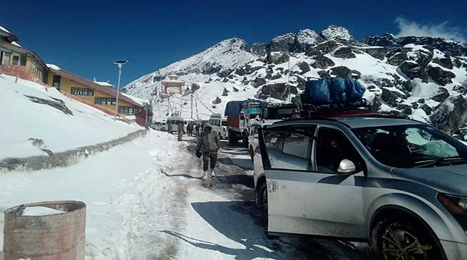 Arunachal: Indian Army rescues 390 stranded civilians, 175 vehicles in Sela Pass
