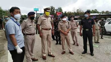 Arunachal DGP visits Hollongi check gate, interacts with Covid-19 frontline warrior
