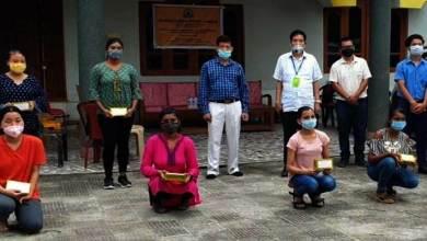 Arunachal:VSC distributes Smartphone to underprivileged students