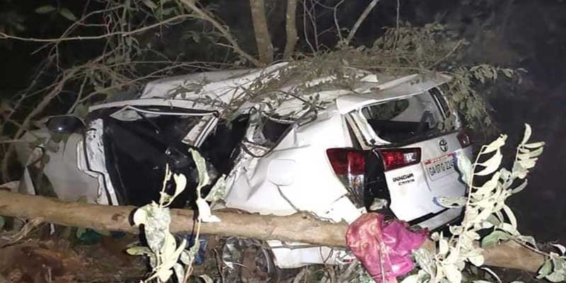 Karnataka : Union Minister Shripad Naik critically injured, wife and PS  killed in road mishap