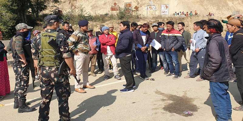 Arunachal: Road Blockade on TAH near Leporiang in-protest against attack in Riak village
