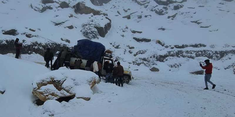 Arunachal records heavy snow fall in Tawang and Sela Pass
