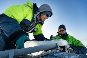 Forskere i arbeid på Kronprins Haakon