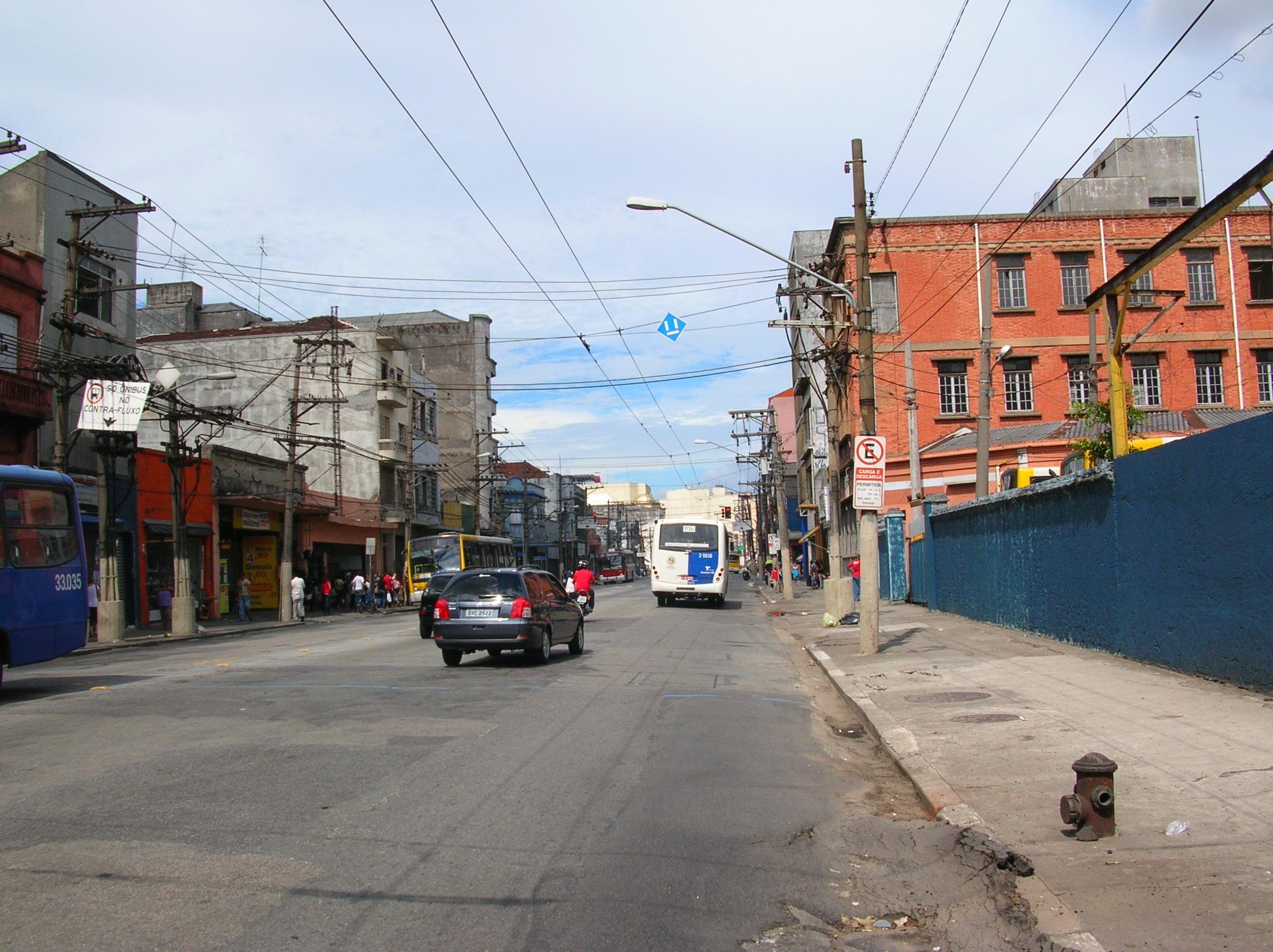 Calçadas áridas na Zona Leste de São Paulo. Ricardo Cardim