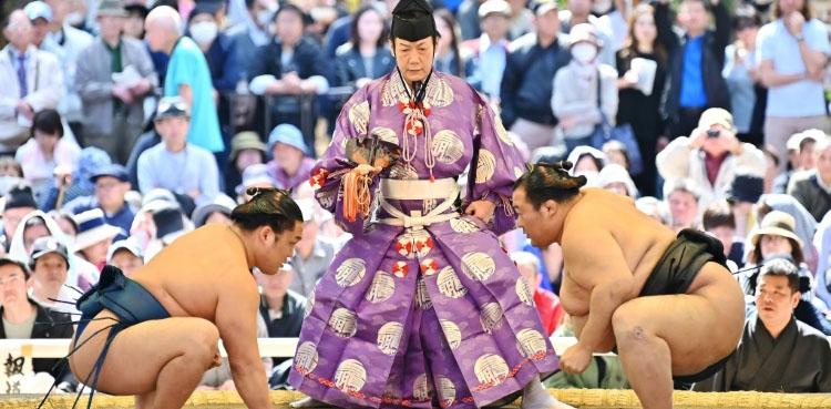 Photo of Trump set for sumo wrestling showdown