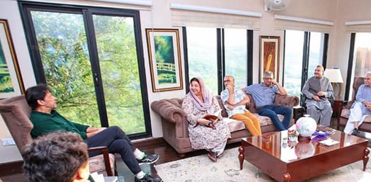 Photo of Yasmin Rashid briefs PM Imran about well being sector