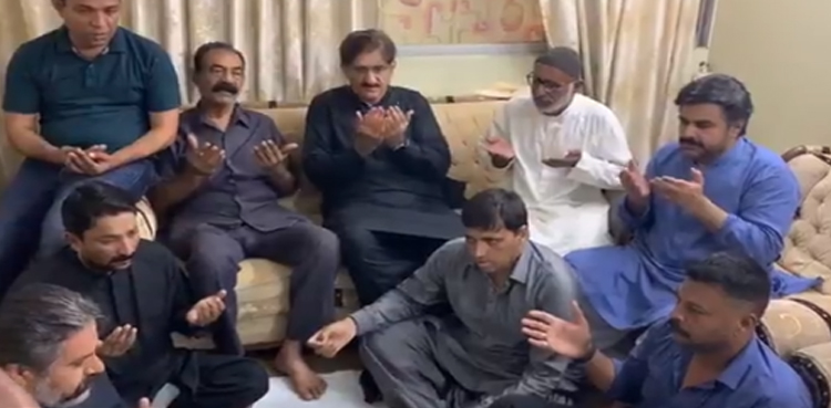 Photo of Sindh CM condoles with Main Adeel's household, presents help