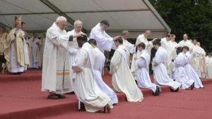 sainte-anne-dauray-sept-pretres-ordonnes-dans-la-ferveur