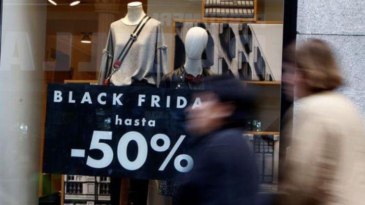 Vitrina con anuncio de Black Friday hasta -50%