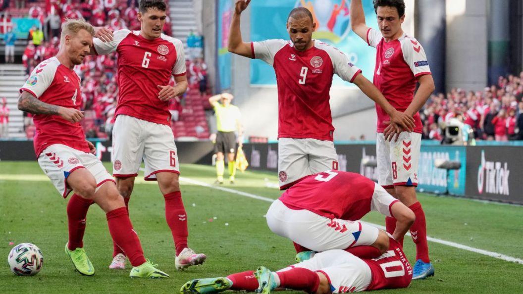 Eriksen cae desplomado durante el Dinamarca-Finlandia - AS.com