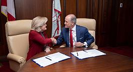 Jody Singer and UA President Stuart Bell