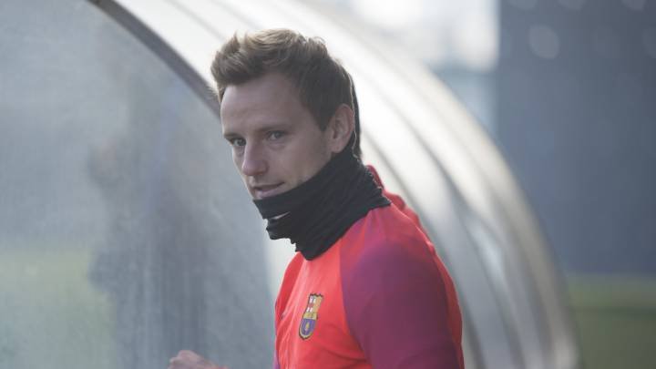 Ivan Rakitic dropped from Barcelona squad for Villarreal clash