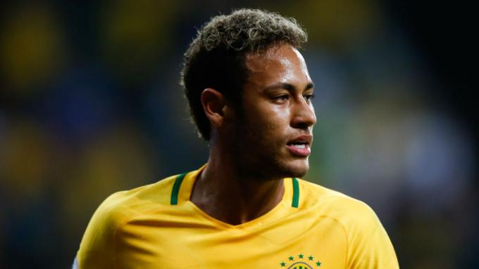 roberto carlos declares neymar and brazil the world cup favourites