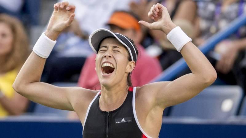 La tenista española Garbiñe Muguruza celebra tras vencer a la húngara Timea Babos durante la final del Abierto de Tenis de Monterrey.