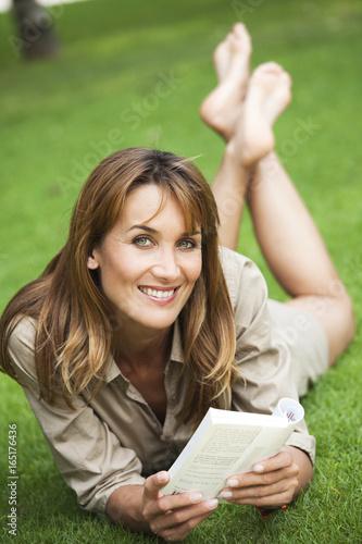 Femme Qui Lit Un Livre : femme, livre, Femme, Souriant, Livre, Couchée, Gazon, Stock, Photo, Explore, Similar, Images, Adobe