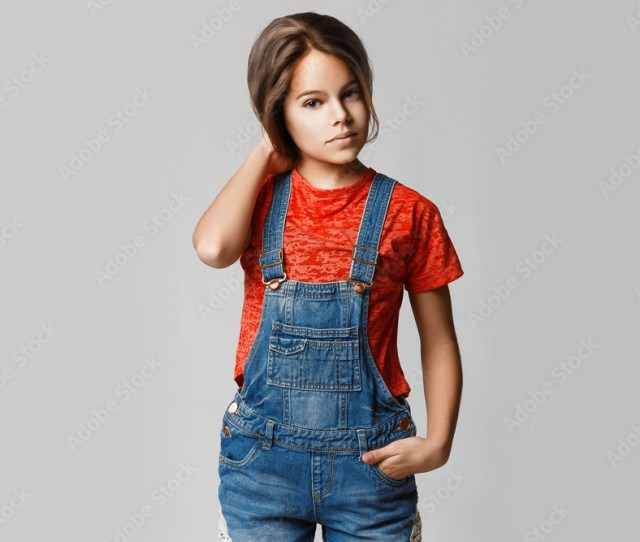 Fotografia Beautiful Teen Girl With Thick Shiny Hair And Perfect Skin On A Gray Background Europosters Es