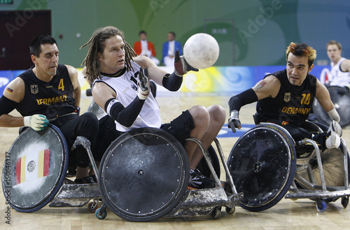 wheelchair fight gold dining chairs new zealand s buckingham and germany mayer koeseoglu for the ball at beijing paralympics