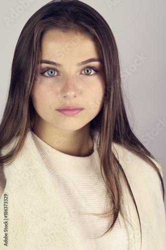 Fille Brune Au Yeux Bleu : fille, brune, Portrait, Belle, Jeune, Fille, Brune, Bleus, Stock, Photo, Adobe