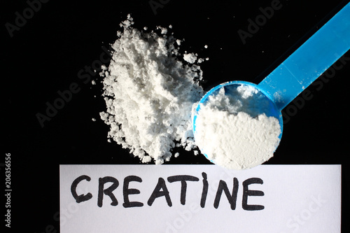 Creatine powder and a small spoon