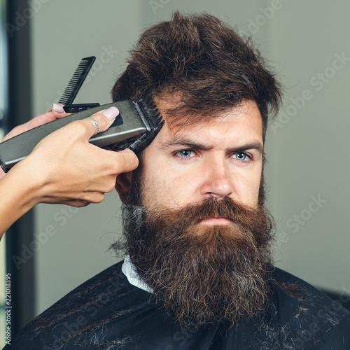 man getting trendy haircut