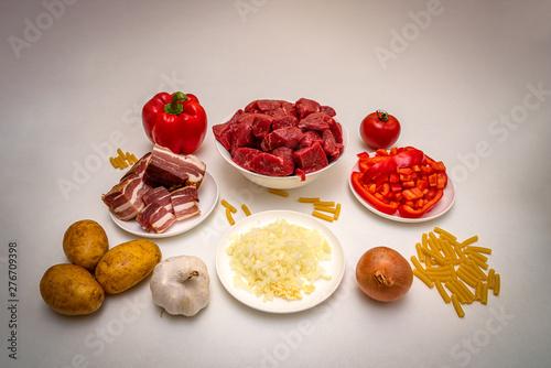 Einige Zutaten für Rindergulasch