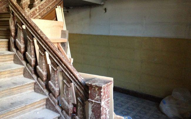 Renovatie van traphal. Voor foto