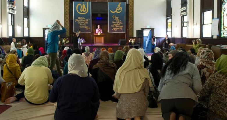Muslim women at the mosque