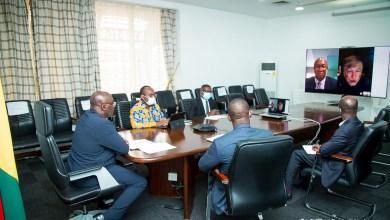 Photo of Bawumia discusses polio immunisation with Bill Gates