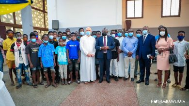 Dr Mahamudu Bawumia in a group photograph with Fr Campbell and the beneficiaries of the Soup Kitchen