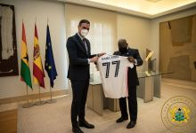 Spanish Prime Minister, Pedro Sánchez, presents the jersey to Akufo-Addo