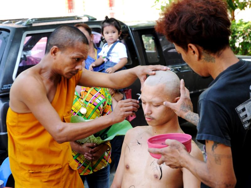 qué es el budismo en tailandia - Los ciempies  - monje