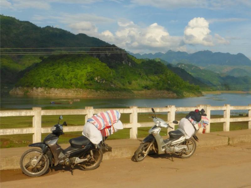 Motos en vietnam - paisaje 1