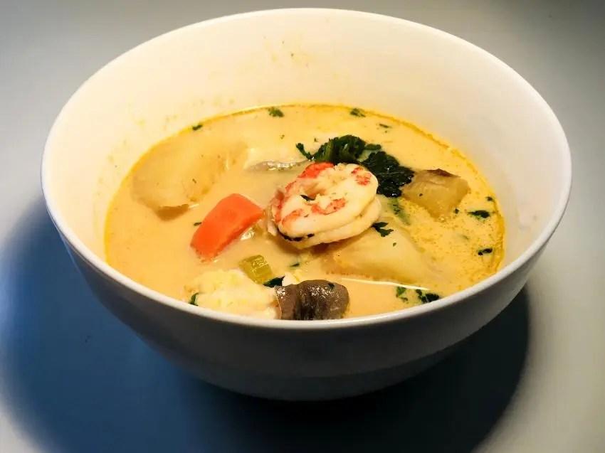 sopa de coco con marisco