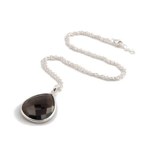Halsband Maja Silver Smoke i silver och en äkta sten i rökkvarts