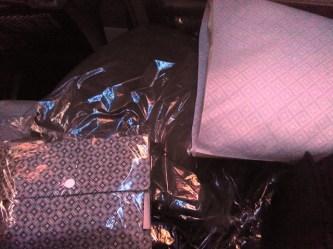amenity kits, selimut, bantal