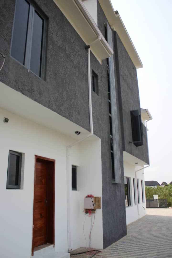 Tastefully finished fully detached 5bedroom duplex with a pent house all rooms en-suite. 2 units available