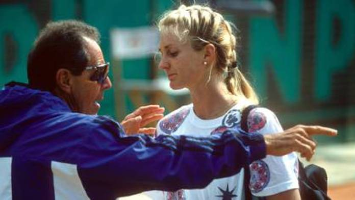 Nick Bollettieri with Mary Pierce in 1994 in Paris. The year before, father Jim was expelled from the stadium for his bad behavior and the tennis player broke off relations with his father.