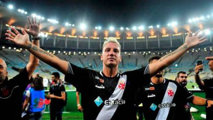 Maxi López, current forward of the Crotone of Italy, was at Vasco da Gama between 2018 and 2019 (@officialmaxilopez)