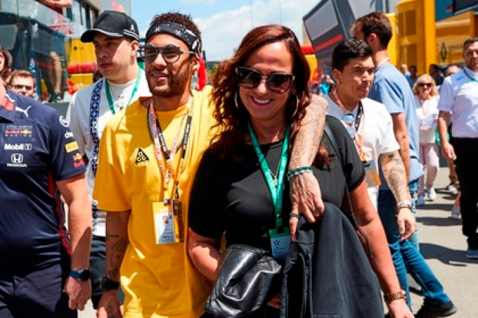 In the image, the Brazilian PSG player Neymar Jr. and his mother Nadine Gonçalves. EFE / Alejandro Garcia / Archive
