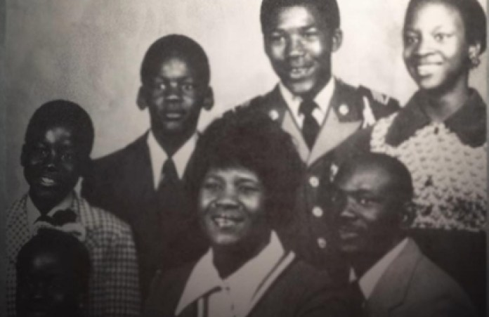 The second from the left in the top row. That is Michael Jordan, who when he was a child suffered a trauma that accompanies him until today