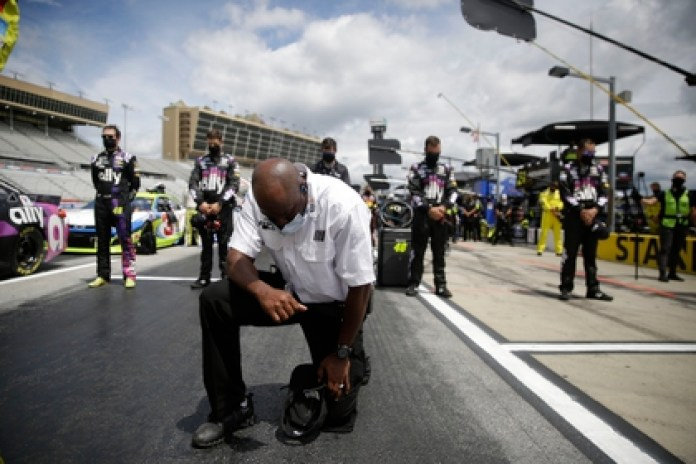 Nascar banned the use of the Confederate flag as a measure against racism Photo credit: Brynn Anderson / Pool Photo