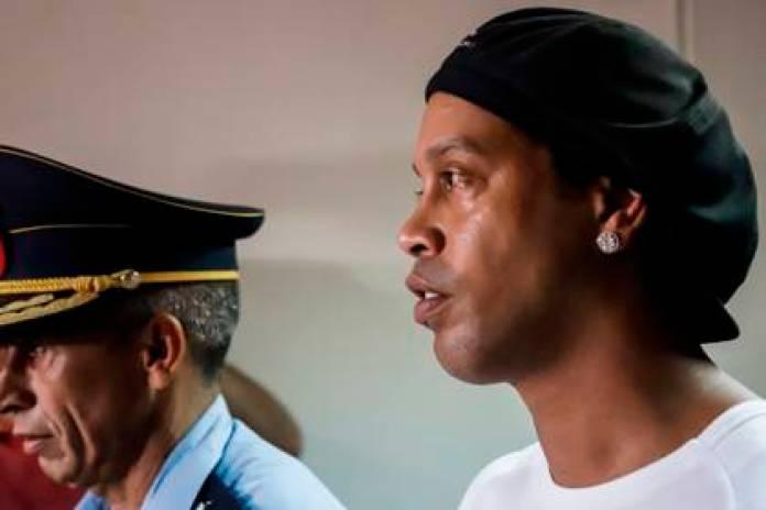 Former Brazilian soccer player Ronaldinho Gáucho remains imprisoned in Paraguay (EFE)