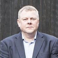 Simon Corbey pic cropped2