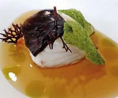 Taco de Bacalao con caldo expres de setas y algas