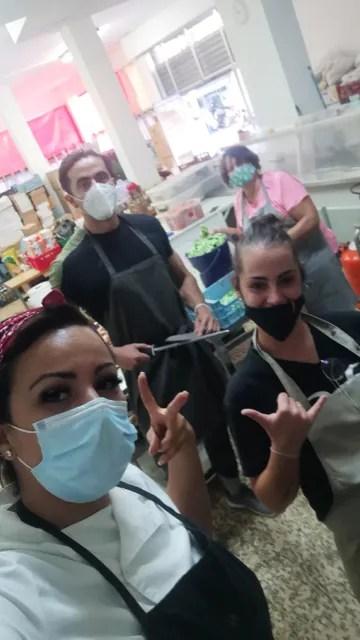 Cocineros participando en la iniciativa solidaria
